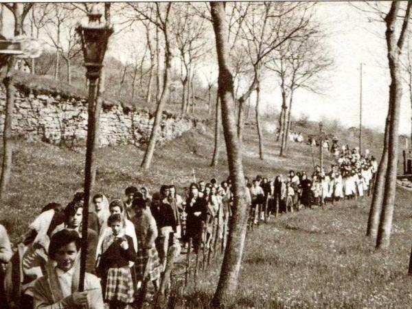Ecomuseo Val Sanagra - Vecchia foto della processione del Dì della Santa - tratta da: