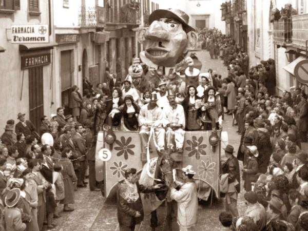 """Ecomuseo Val Sanagra - 1957 - Muoviti Tonio! """"Carnevale una follia che tutti ci assale"""""""