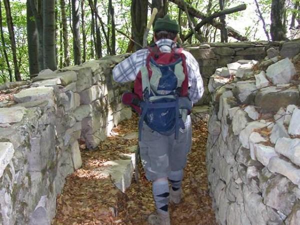 Ecomuseo Val Sanagra - Linea Cadorna: Trincee alle pendici del Monte Galbiga, zona Alp de Volt (Bene Lario)